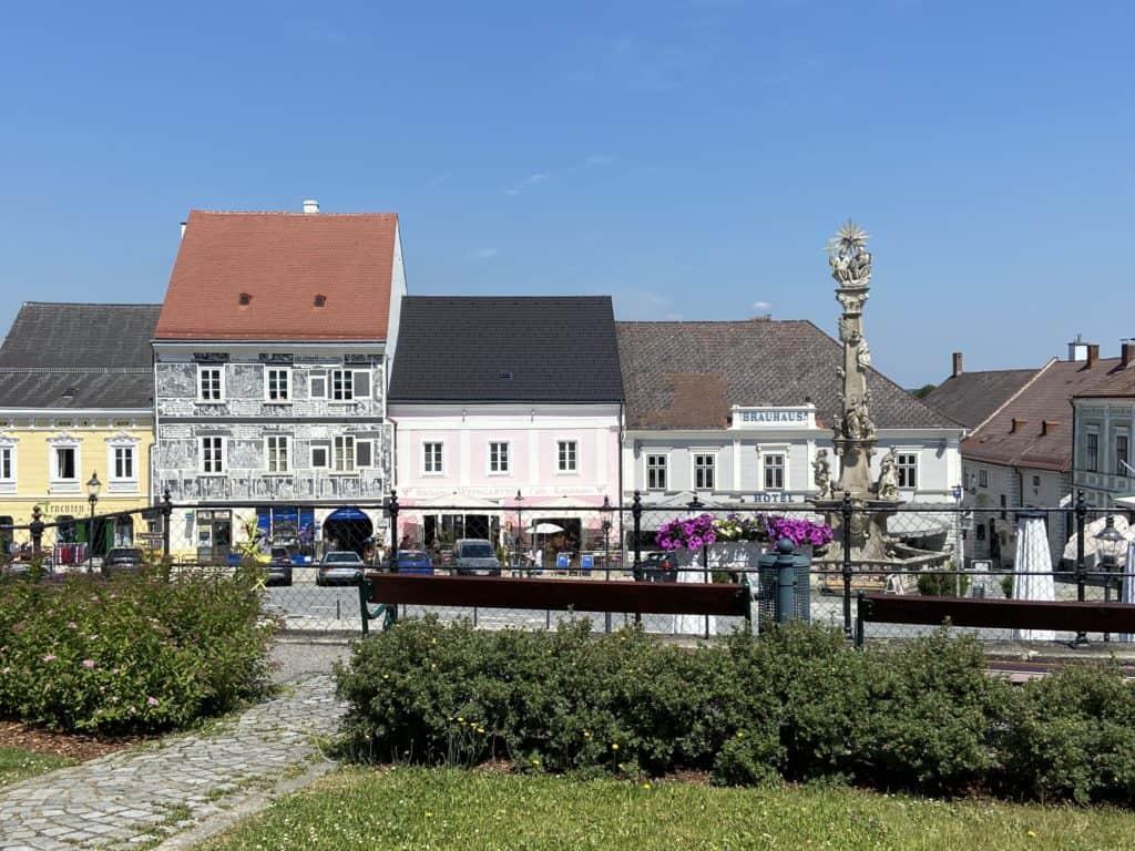 Historische Häuser am Hauptplatz in Weitra